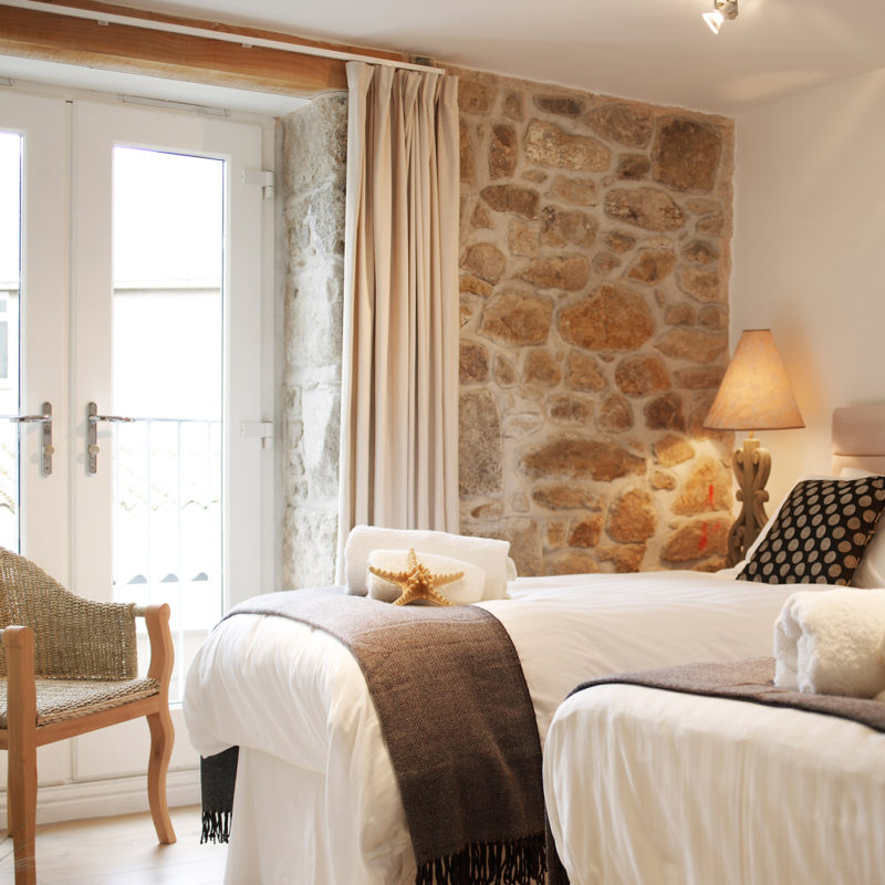Luxury self catering in Cornwall with sea views.