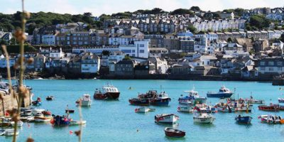 A guide to St Ives Beach - For your stay at the Sail Lofts luxury apartments.