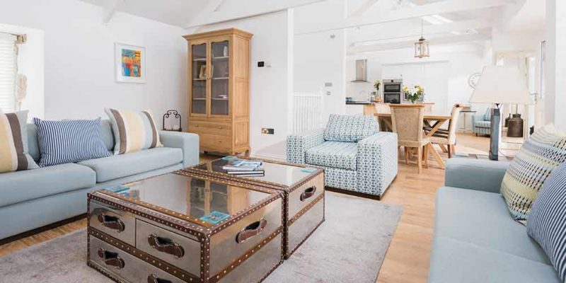 Beach, a luxury apartment in St Ives by the sea.